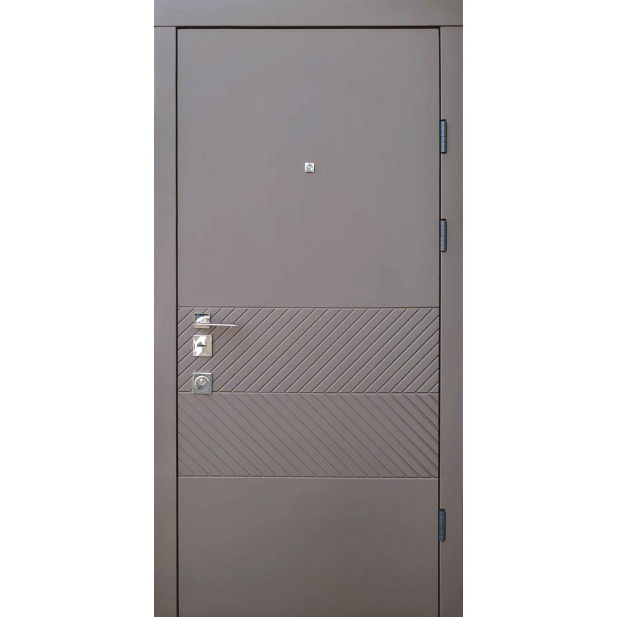 Входная дверь Qdoors Авангард Бьюти-М карамельное дерево / софт белая эмаль (ЧБ)